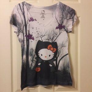 Hello kitty Halloween V-neck shirt.🎃